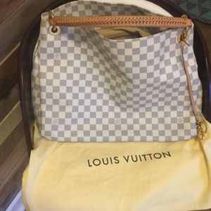Authentic Louis Vuitton Artsy handbag